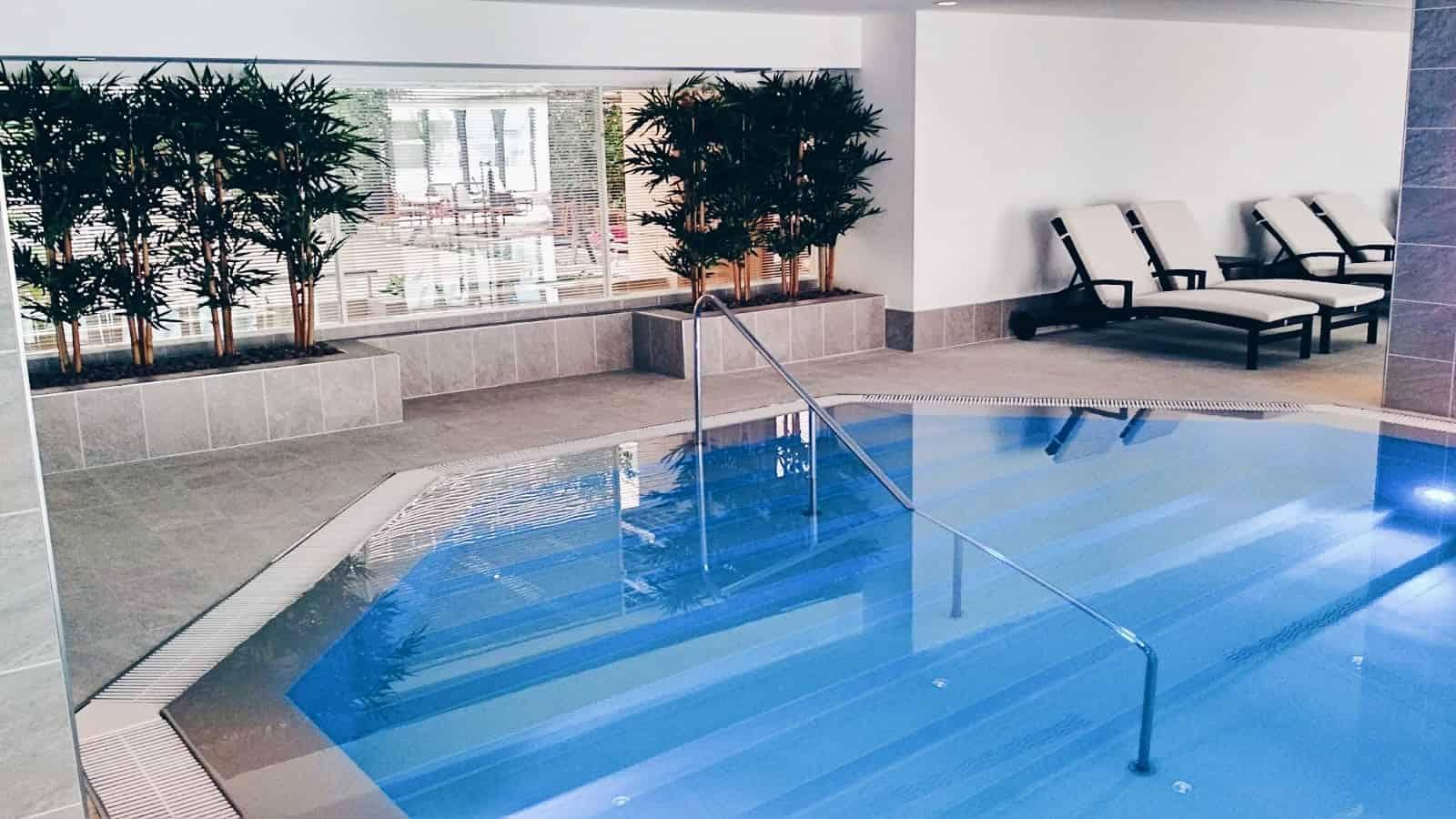 Přelivový bazén v hotelu Hilton Prague *****